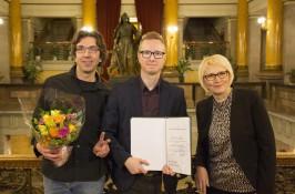 Vuoden kirjastokehittäjäpalkinnon 2015 sai Tampereen pääkirjasto Metson musiikkiosasto. Opetus- ja kulttuuriministeriön myöntämän palkinnon ottivat vastaan Juhani Koivisto (vas.), Jarkko Rikkilä ja Pirkko Lindberg.