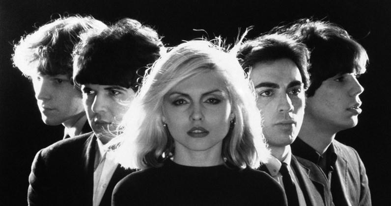 Debbie Harry (kesk.) ja Blondie.