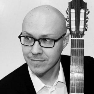 Kuopio Juhlii kirjastossakin! Kitaristi Mikko Siirola esittää Einojuhani Rautavaaran teoksen 'Serenades Of The Unicorn'.