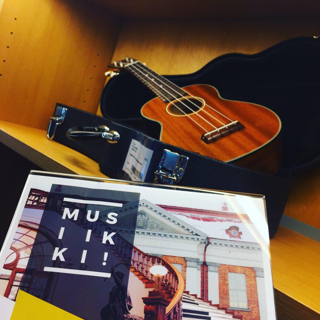Soitinlainaus alkoi Turun musiikkikirjastossa maanantaina 3.9.2018. Lainattavaksi tuli akustisia kitaroita, ukuleleja ja kanteleita.