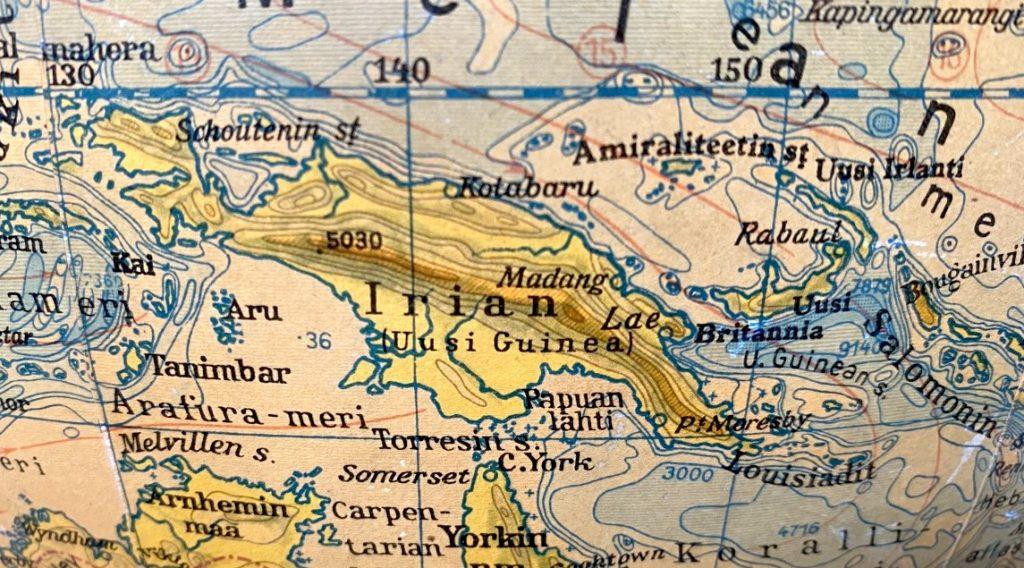 Papua-Uusi-Guinea, vanha karttapallo. Kuva: Tuomas Pelttari.