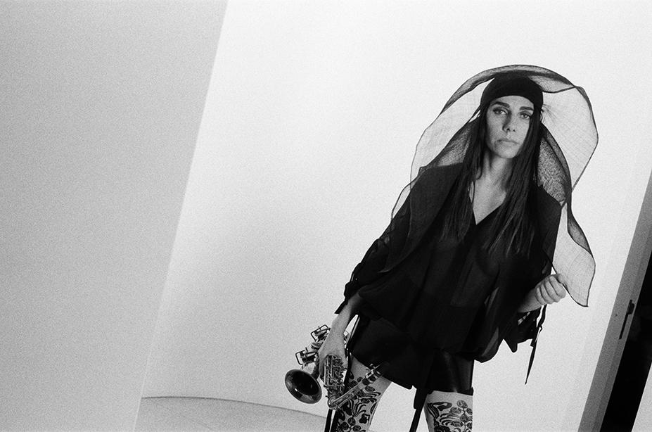 PJ Harvey. Kuva: Maria Mochnacz.