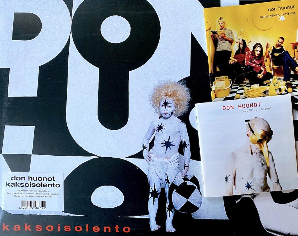 Studioalbumi Kaksoisolento julkaistiin alun perin vuonna 1995. Svart Recordsin julkaisema 2LP-painos ilmestyi 2018. Kuvassa oikealla kokoelmat Nämä päivät, nämä yöt (1996) ja Kultaiset apinat (1999). Kuva: Tuomas Pelttari