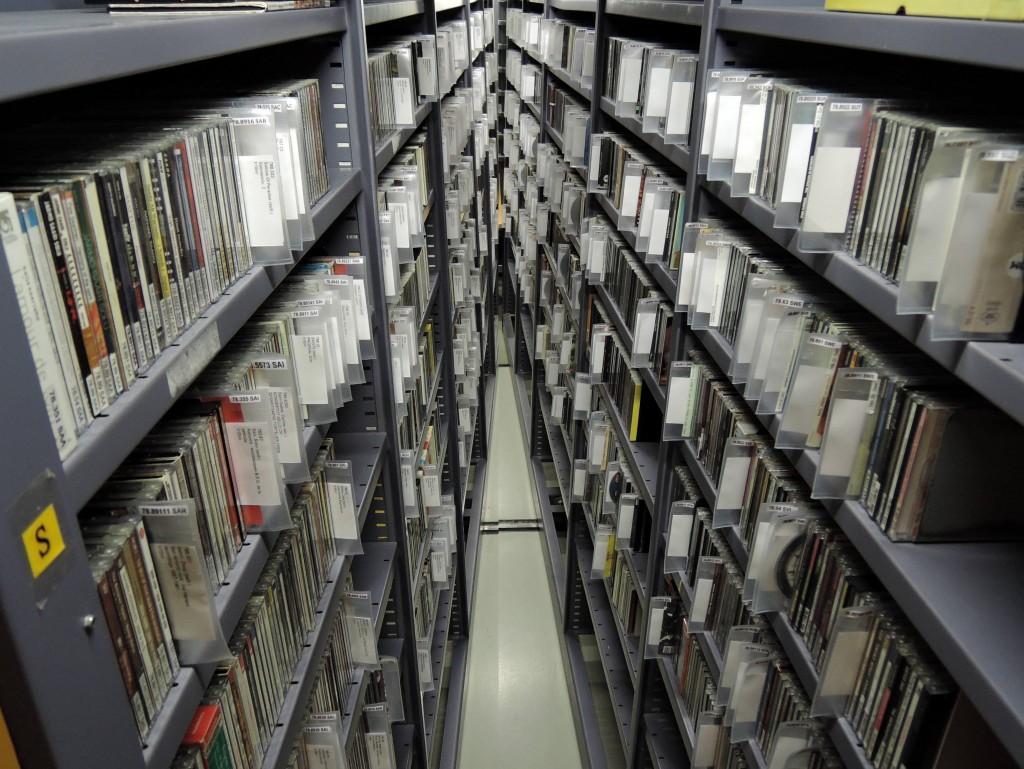 Tikkurilan musiikkivarastossa on yli 70 000 lainattavaa musiikkinidettä.