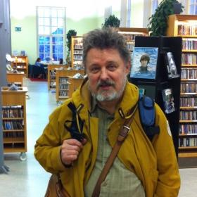 Musiikkikirjastonhoitaja Heikki Poroila kertoo tutkimustyön, järjestämisen, julkaisemisen ja kohderyhmien kautta siitä, mitä emme ehkä tule ajatelleeksi kun käytämme luetteloita.