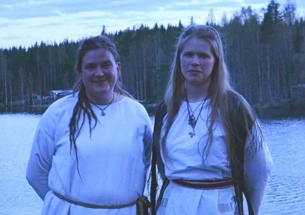Essi Saukko (vas.) ja Mirka Turpeinen.