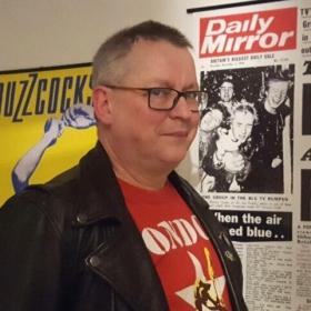 Punk -77! Ari Väntäsen haastattelussa kirjailija Jukka Junttila.